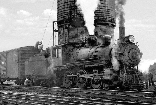 Watering_steam_locomotive